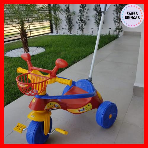 ✨ Triciclo Smile Vermelho - Aro de Proteção e Empurrador✨ - Motoca